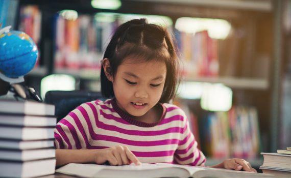 anak yang rajin membaca dan menulis akan